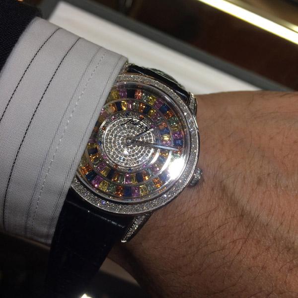 ロイヤル会にて全面サファイヤの時計