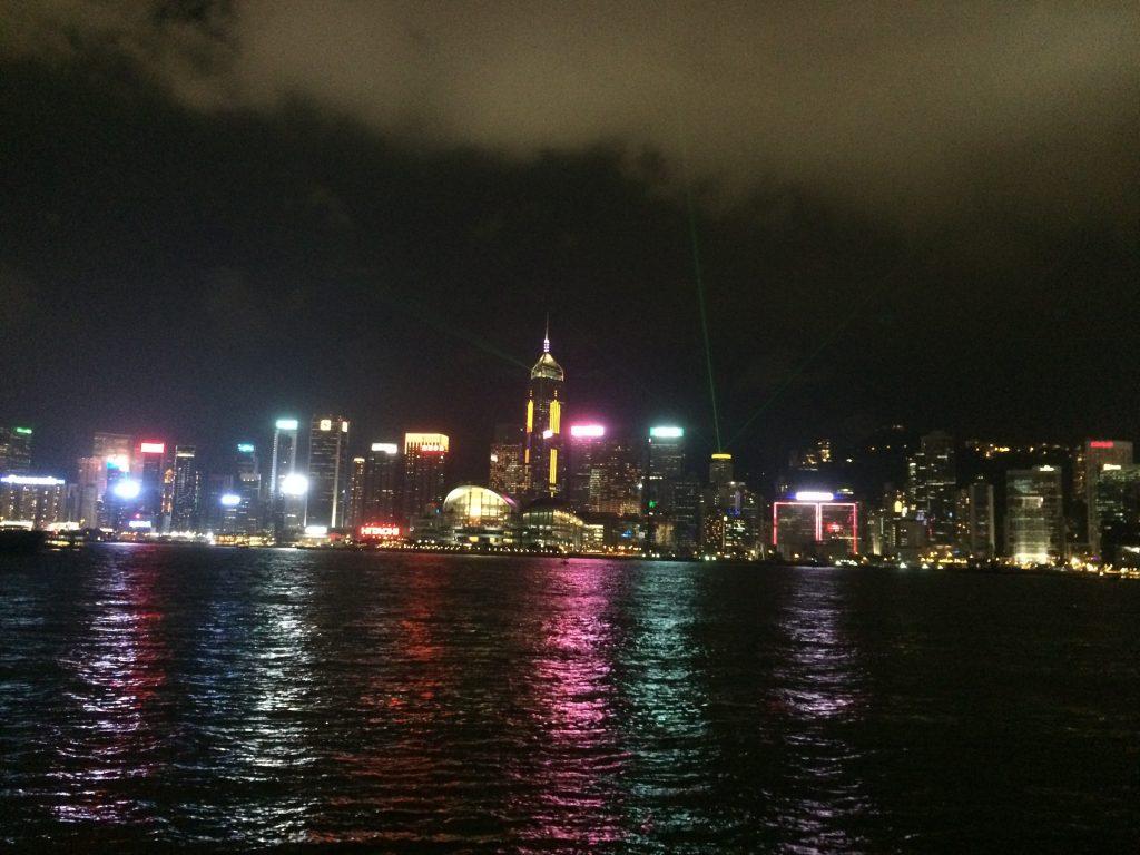 香港の美しいレーザーショー!シンフォニー・オブ・ライツ