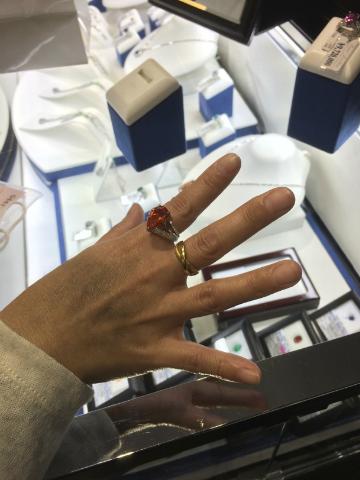 2千5百万円の指輪の試着