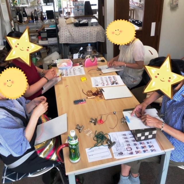 和やかなマクラメ編み教室